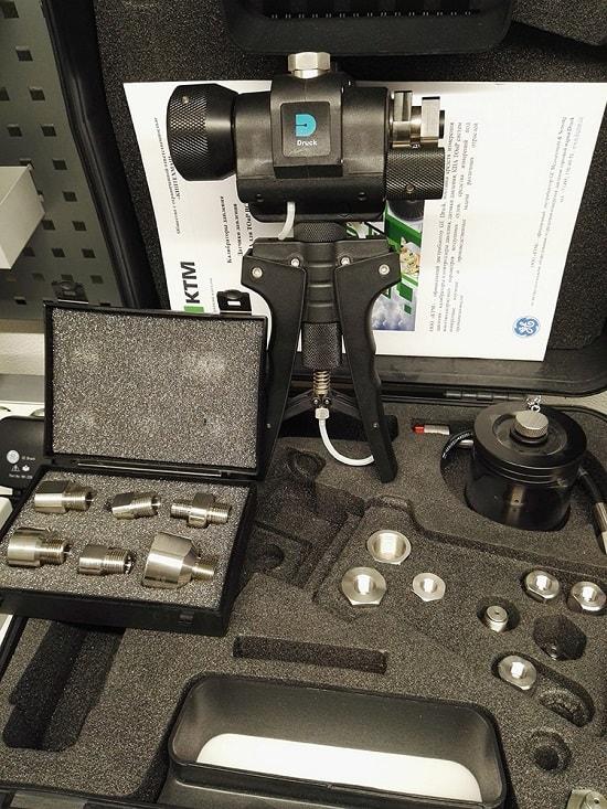 Помпа PV411A в кейсе, резервуар PV411-115, комплект переходников, шланг высокого давления