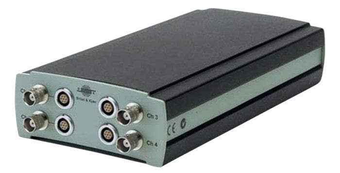 Четырехканальный источник питания микрофона модели 2829